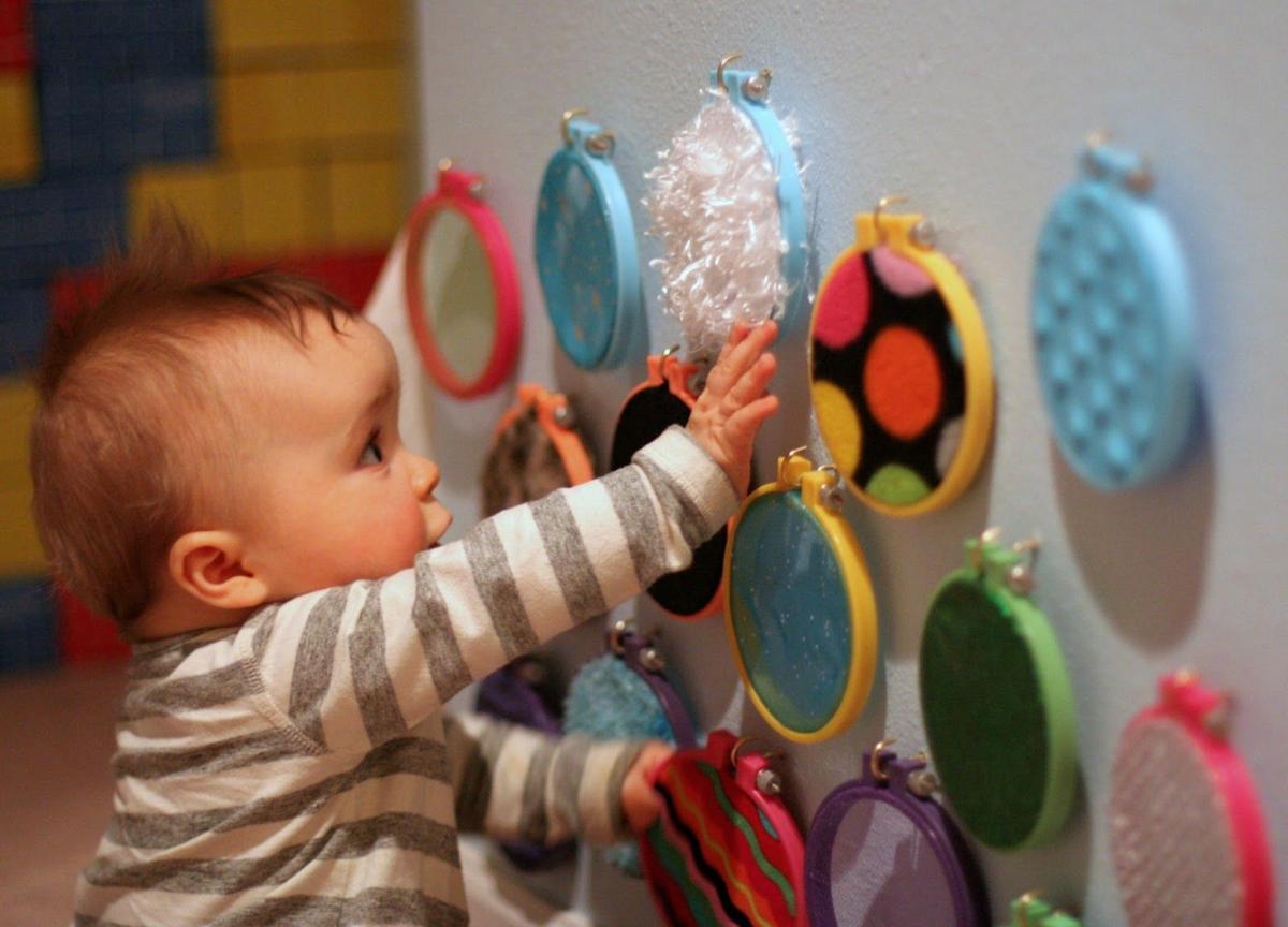 Чем заниматься с 4 месячным ребенком для его развития в домашних условиях