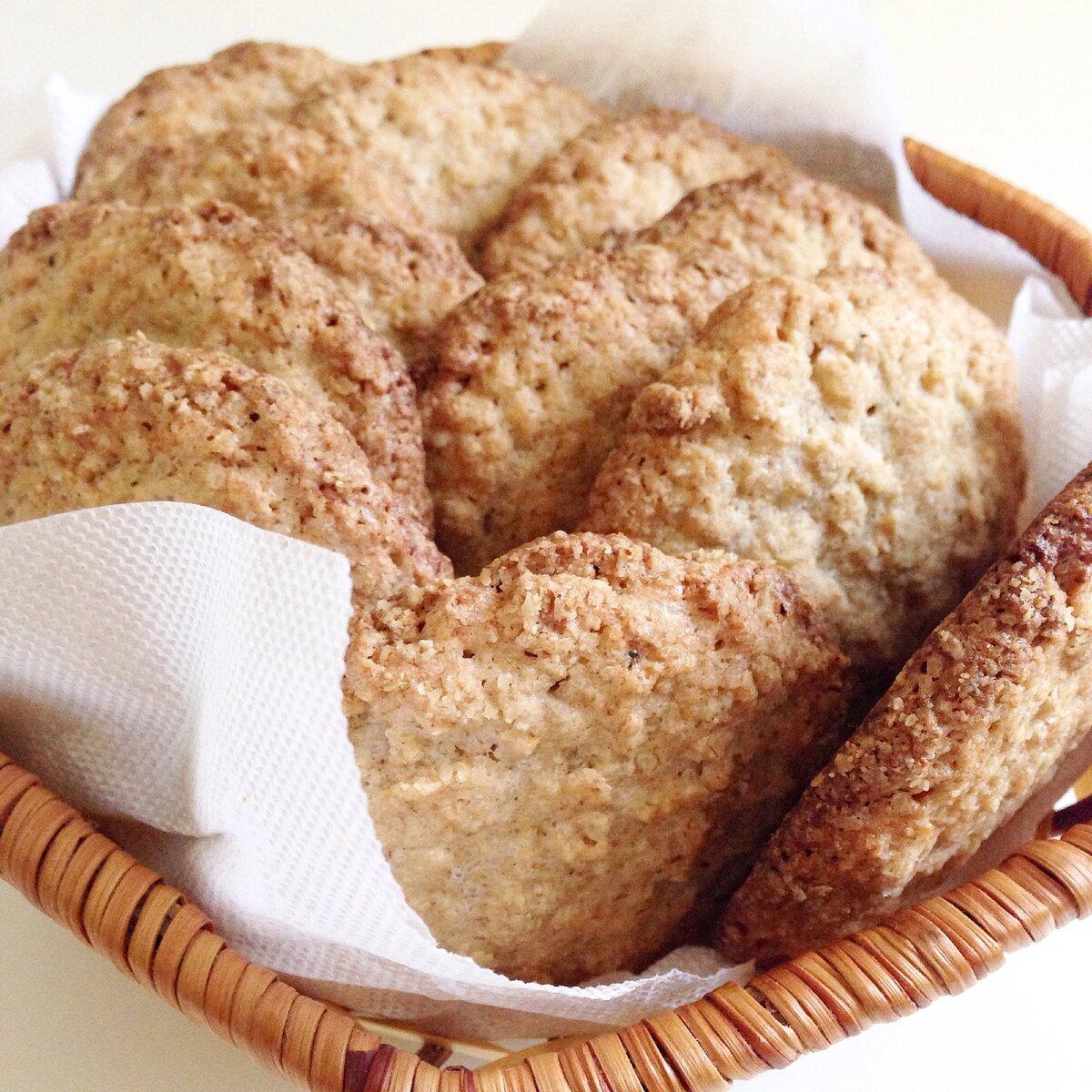 Овсяное печенье с творогом, яблоком и бананом.