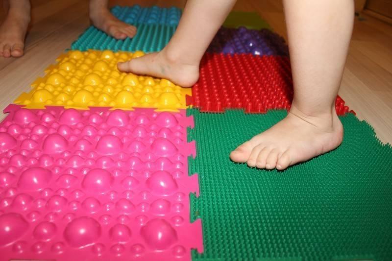 Ортопедический коврик для детей от плоскостопия: пазл, массажный и др.