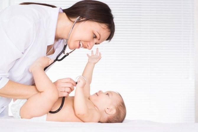 Каких врачей проходят новорожденные по месяцам?