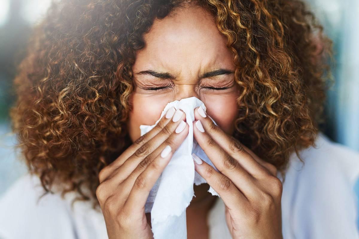Ребенок постоянно чешет нос: причина почему чешется нос