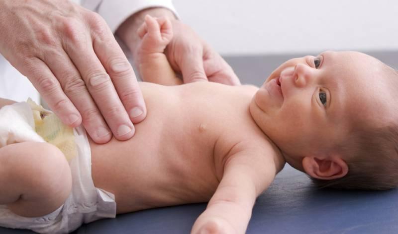 Как проявляется энтероколит у новорожденных: причины, симптомы и терапия
