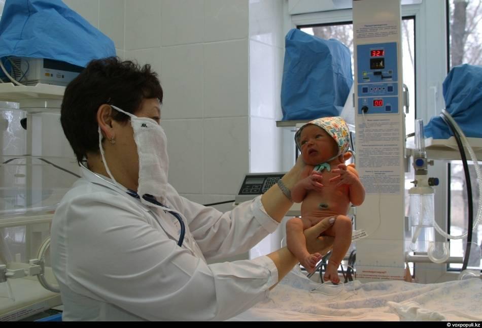 Какие прививки новорожденным делают в роддоме?